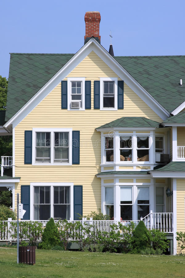 Free Front Of A Yellow House And Blue Sky Royalty Free Stock Images - 15877449