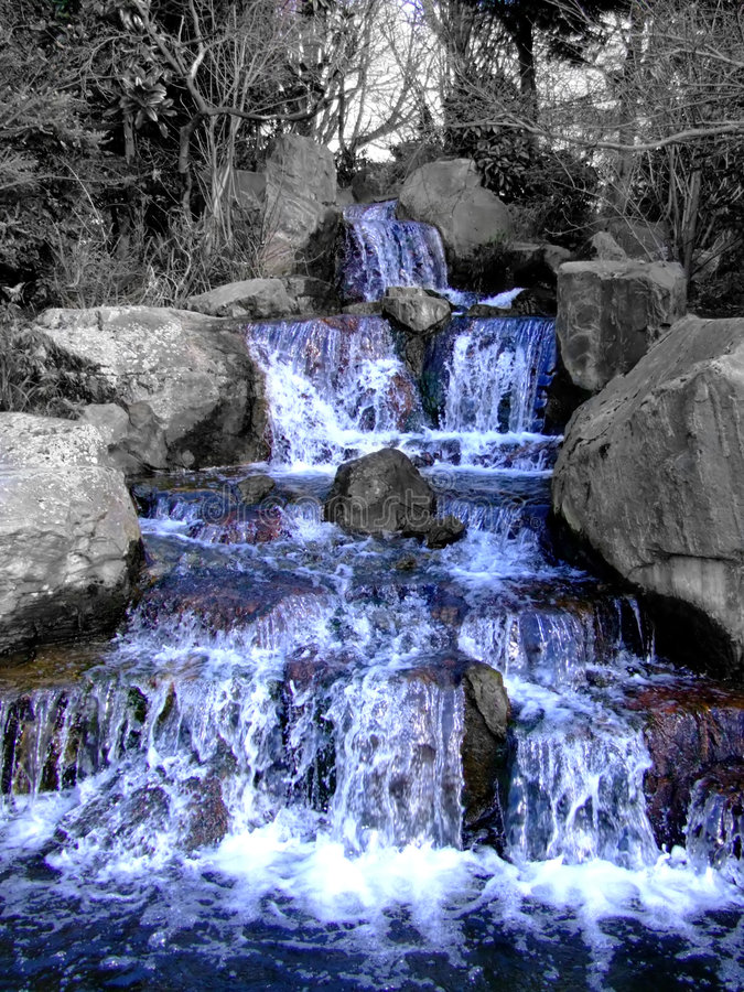 Free Front Of Grandiose Waterfall Royalty Free Stock Images - 712999