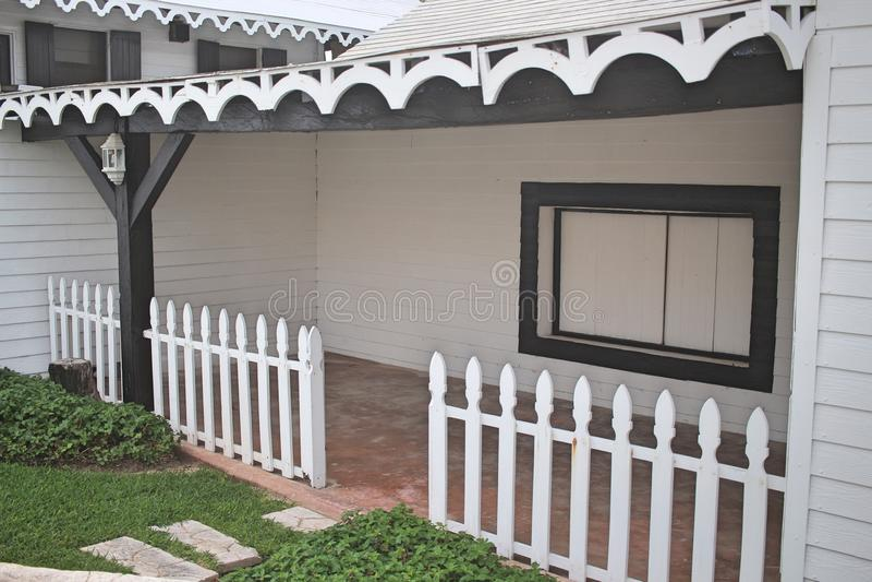 Front Porch blanco y negro foto de archivo libre de regalías