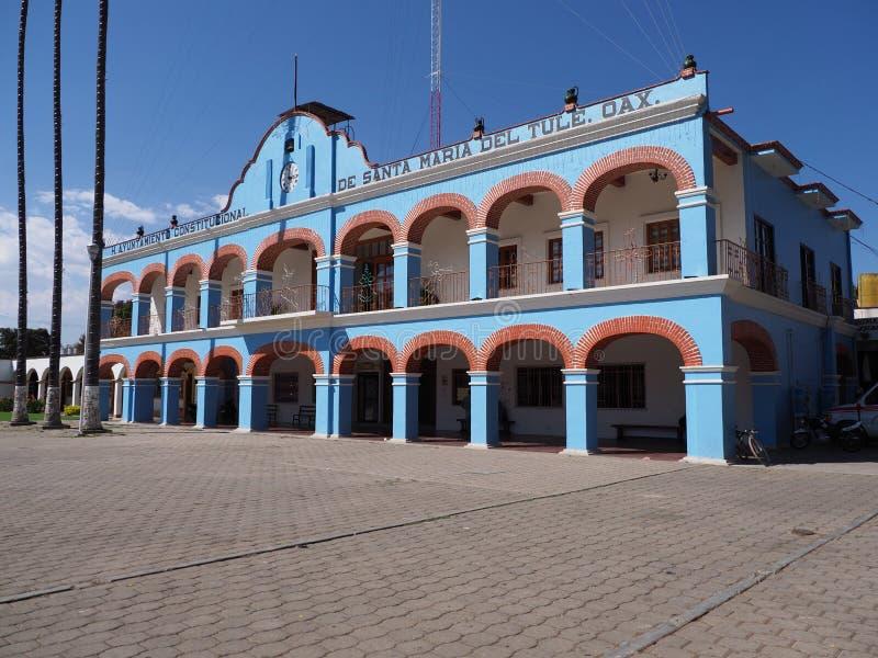 Front und Seite des Rathauses auf Hauptmarktplatz im mexikanischen Stadtzentrum an Oaxaca-Staat in Mexiko lizenzfreie stockfotografie