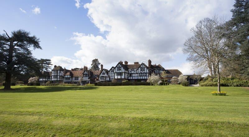 Front View av det Ascott huset i Buckinghamshire England arkivfoton