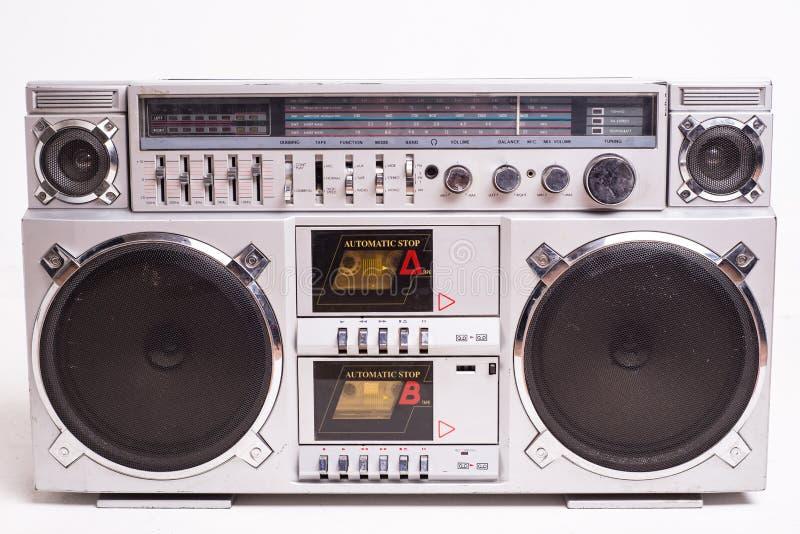 Front View d'un joueur d'enregistreur à cassettes de caisson de basses de vintage d'isolement sur le fond blanc images libres de droits