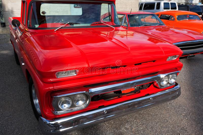 Front View de carros clássicos americanos foto de stock