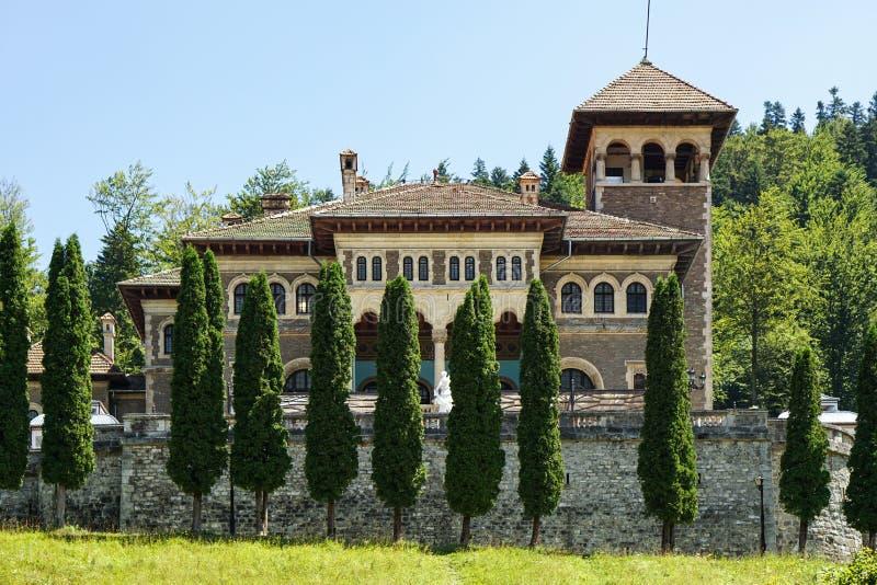 Front View del castillo de Cantacuzino en Busteni, Rumania imagen de archivo