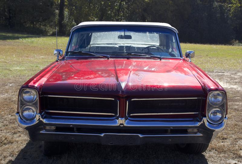 Front View dell'automobile su ordinazione 1964 di sport di Pontiac Parisienne fotografia stock