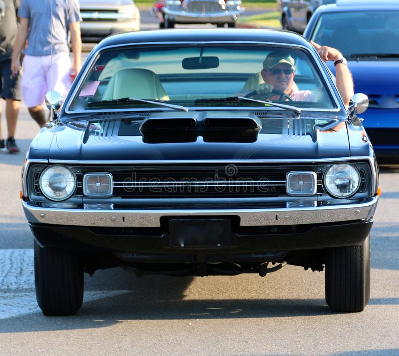 Front View do carro modelo de Dodge Demon Antique dos anos 70 pretos fotografia de stock royalty free