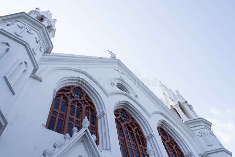Front View van de Basiliek van San Thome of St Thomas Cathedral Basilica, een beroemde toeristische attractie in Chennai, Tamil N royalty-vrije stock afbeelding
