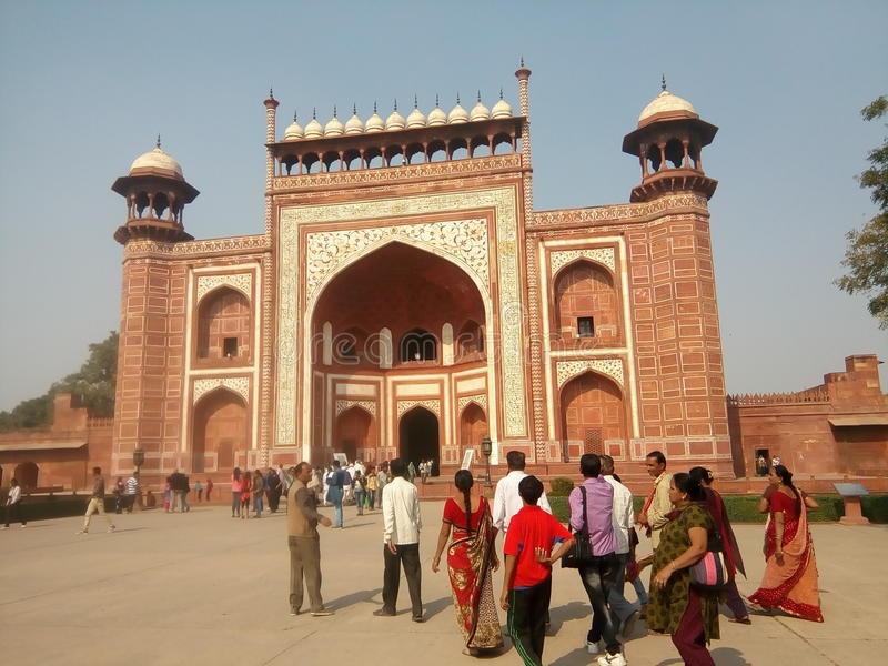 Front von Taj Mahal lizenzfreie stockbilder