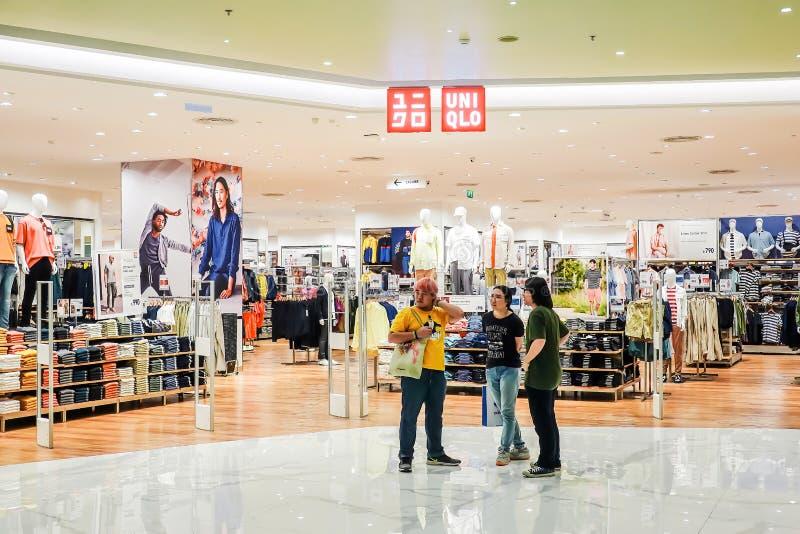Front von Uniqlo-Speicher in IKONEN-SIAM-Einkaufszentrum, UNIQLO ist ein japanischer Freizeitkleidungsdesigner lizenzfreies stockbild