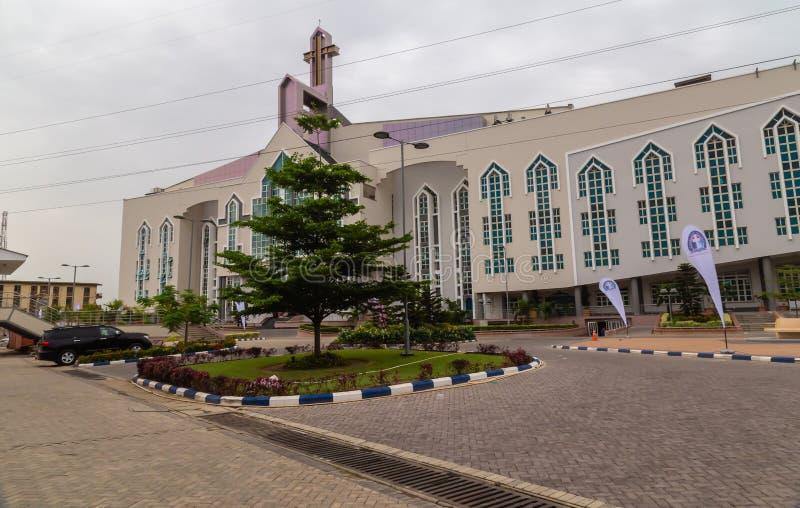 Frontage новой аудитории более глубокой церков Gbagada Лагоса Нигерии библии жизни стоковое фото rf