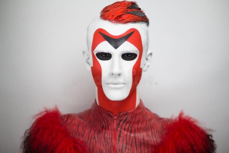 Fronte bianco rosso straniero dell'uomo immagini stock