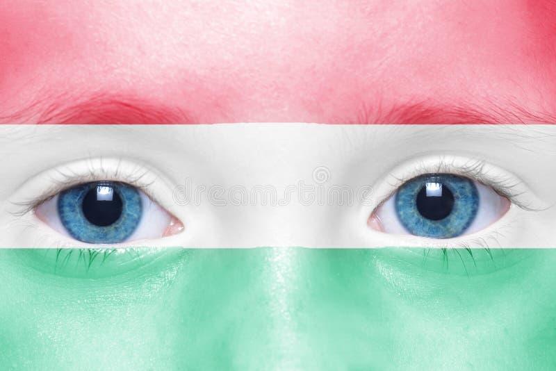 fronte con la bandiera ungherese immagini stock