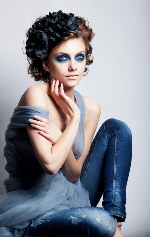 Fronte creativo della donna - il colorfrul luminoso compone fotografia stock