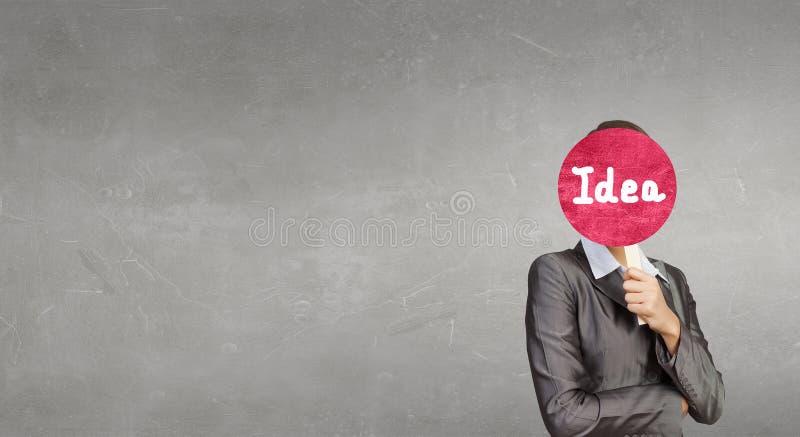 Fronte della copertura della donna con la maschera fotografie stock