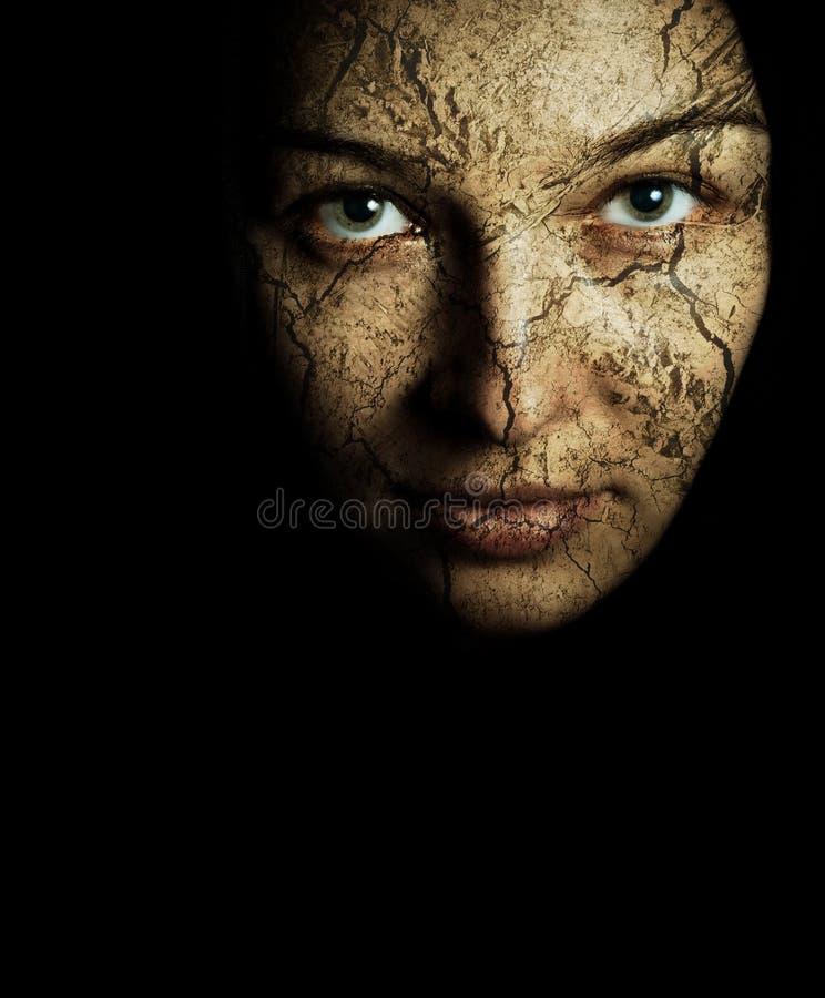 Fronte della donna con pelle asciutta incrinata immagini stock