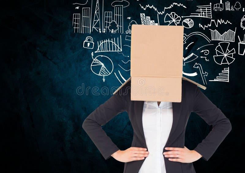 Fronte della donna di affari coperto di scatola di cartone contro il concetto di affari fotografia stock libera da diritti