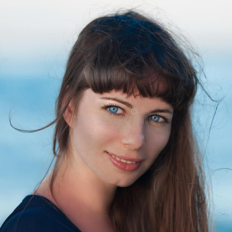 Fronte della ragazza sul mare fotografia stock libera da diritti