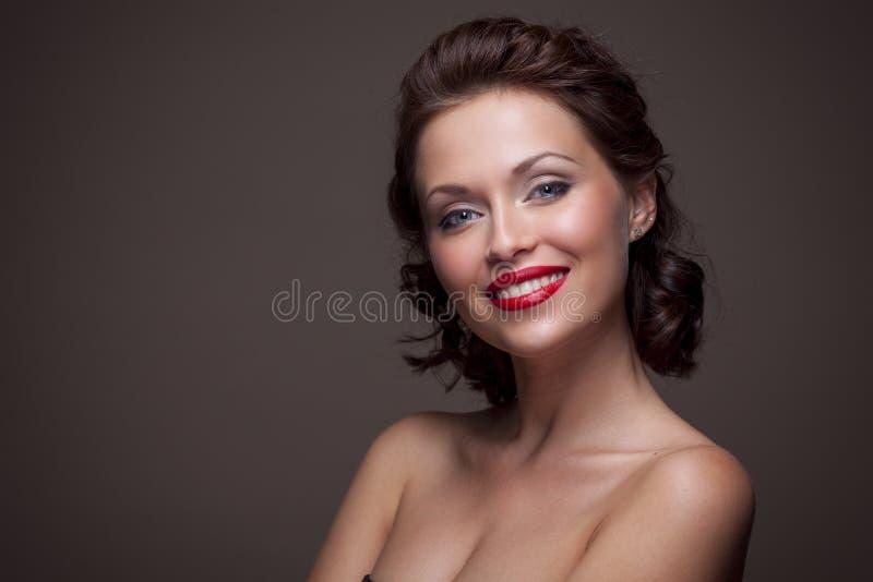 Fronte di bella donna castana sexy immagini stock