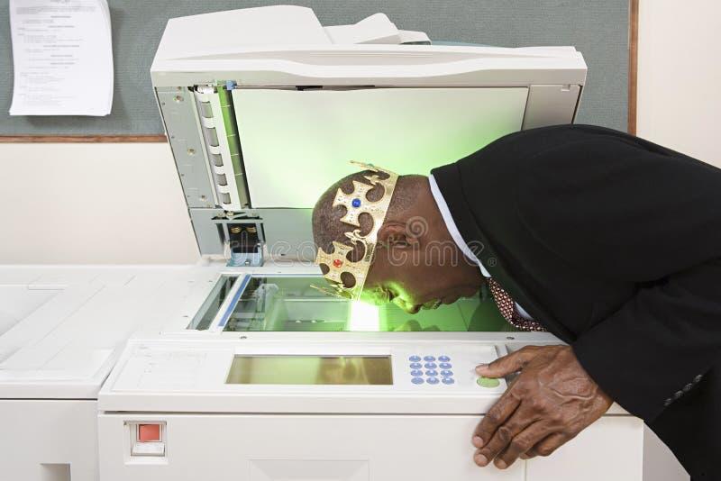 Fronte di fotocopiatura dell'uomo immagini stock libere da diritti