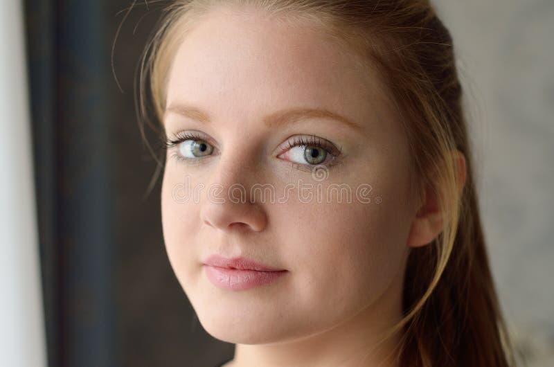Fronte di giovane donna immagine stock