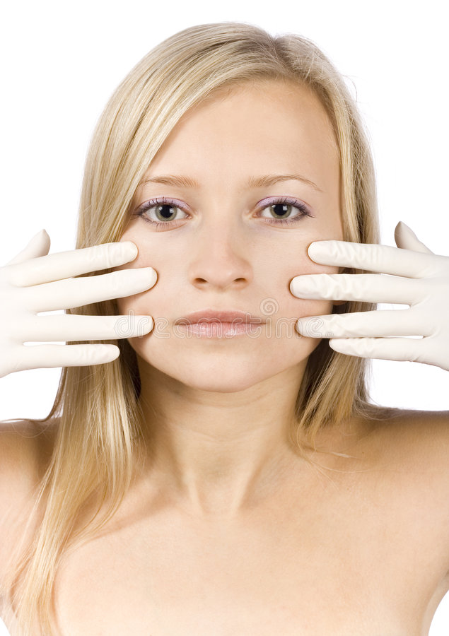 Fronte di giovane donna bionda + le sue mani in guanti immagine stock libera da diritti