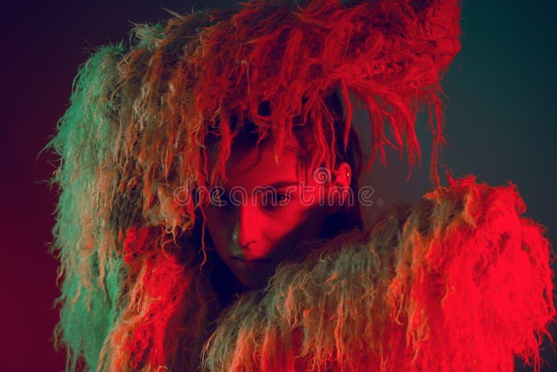 Fronte di modello della donna del ritratto di colore di modo bello fotografia stock