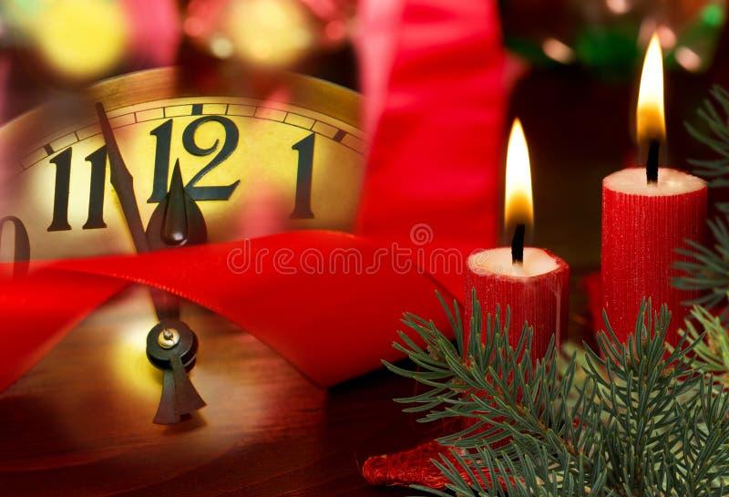 Fronte di orologio con le candele fotografie stock