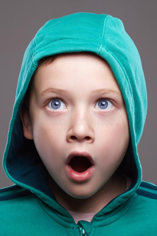 Fronte divertente del bambino Ragazzino sorpreso immagini stock libere da diritti