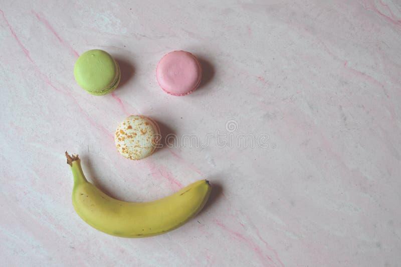 Fronte divertente dolce Maccheroni e banana immagini stock libere da diritti