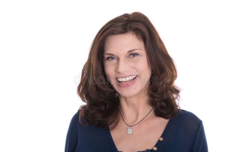 Fronte felice della donna più anziana con le grinze isolate. fotografia stock libera da diritti