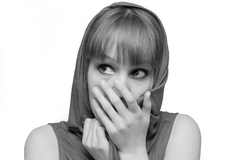 Fronte gridante della copertura della ragazza fotografia stock libera da diritti