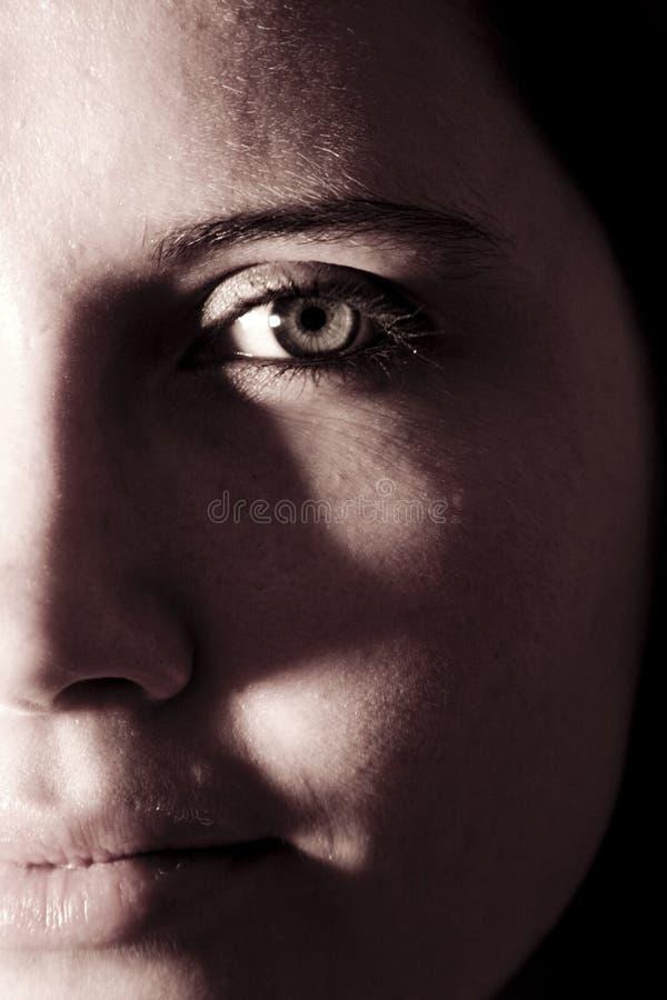 Fronte mezzo del ritratto della donna immagini stock libere da diritti