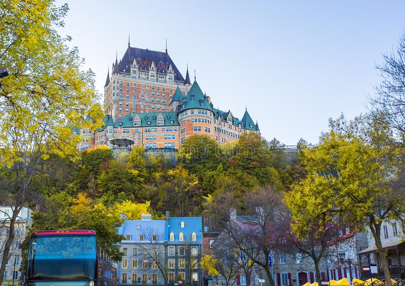 Frontenac-Schloss in altem Québec-Stadt in der schönen Herbstsaison lizenzfreies stockfoto