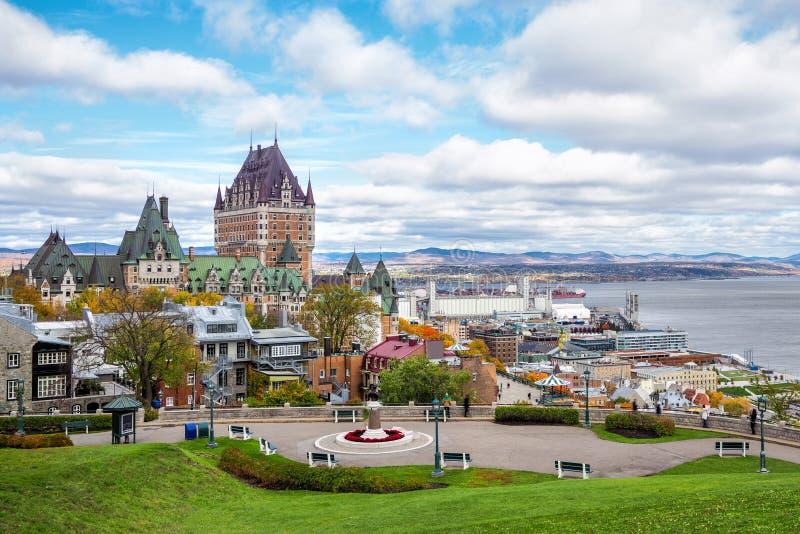 Frontenac slott i gamla Quebec City i nedgångsäsongen, Quebec, Kanada arkivbild