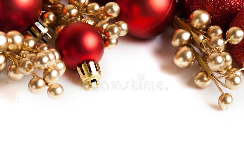 Frontera de la Navidad con el ornamento rojo fotografía de archivo