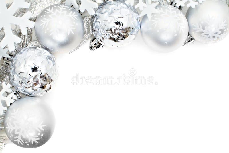 Frontera de la Navidad de copos de nieve y de chucherías de plata