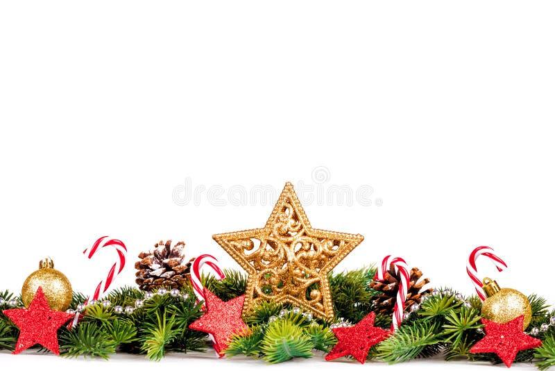 Frontera de la Navidad - estrella grande con el árbol y decoración aislada en blanco imagenes de archivo