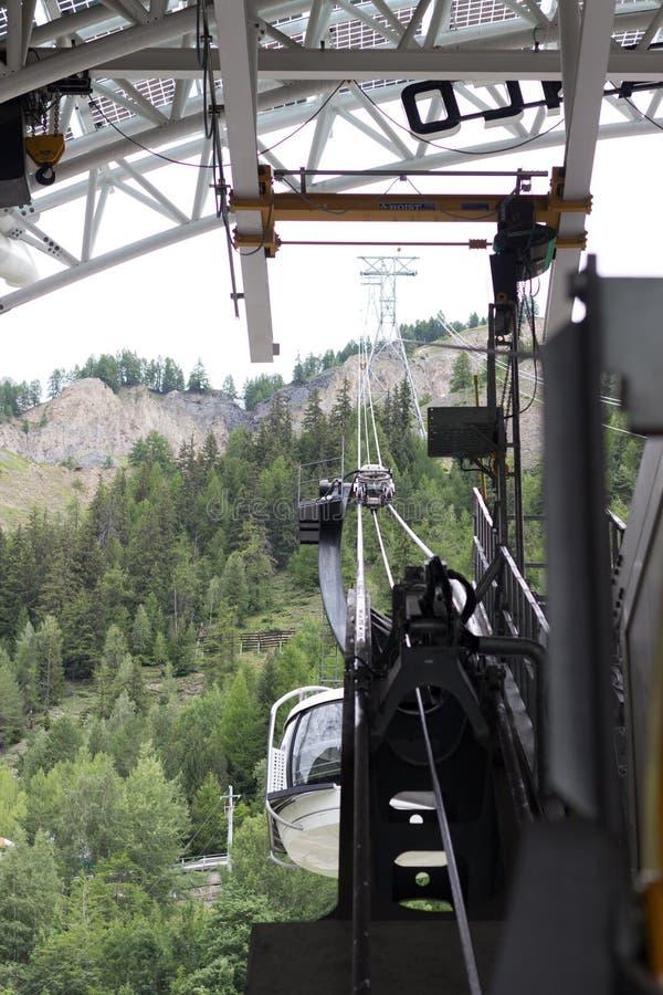 Frontera de las montañas, Francia-Italia, el 29 de julio de 2017 - teleférico r de Skyway imagen de archivo libre de regalías