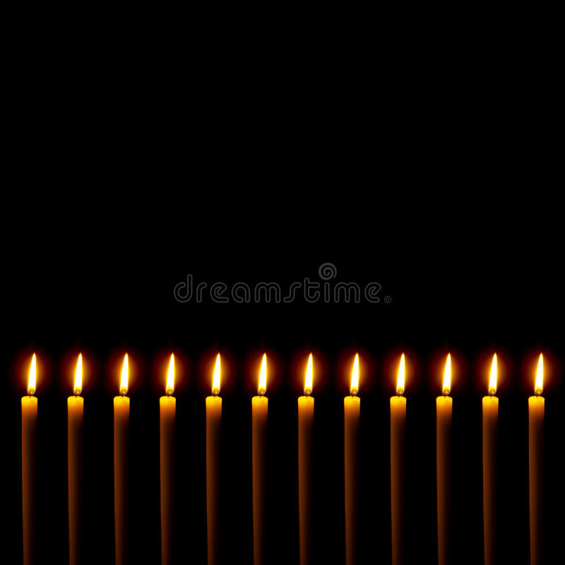 Frontera de muchas velas en negro Con el espacio de la copia foto de archivo libre de regalías