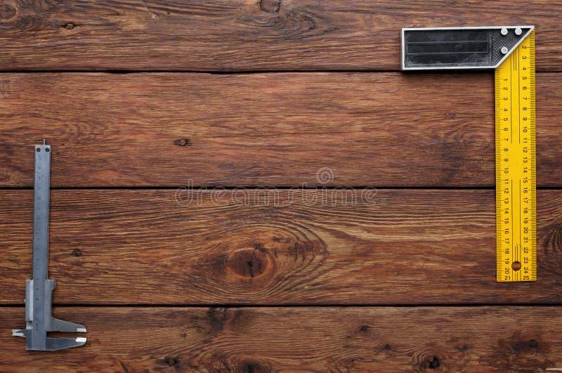 Frontera del cuadrado determinado en el fondo de madera con el espacio de la copia imágenes de archivo libres de regalías