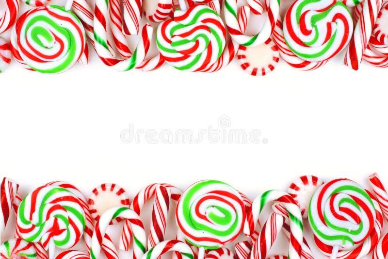 Frontera del doble del caramelo de la Navidad sobre un fondo blanco foto de archivo