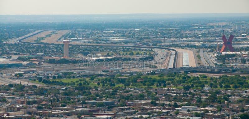 Frontera internacional en El Paso fotos de archivo