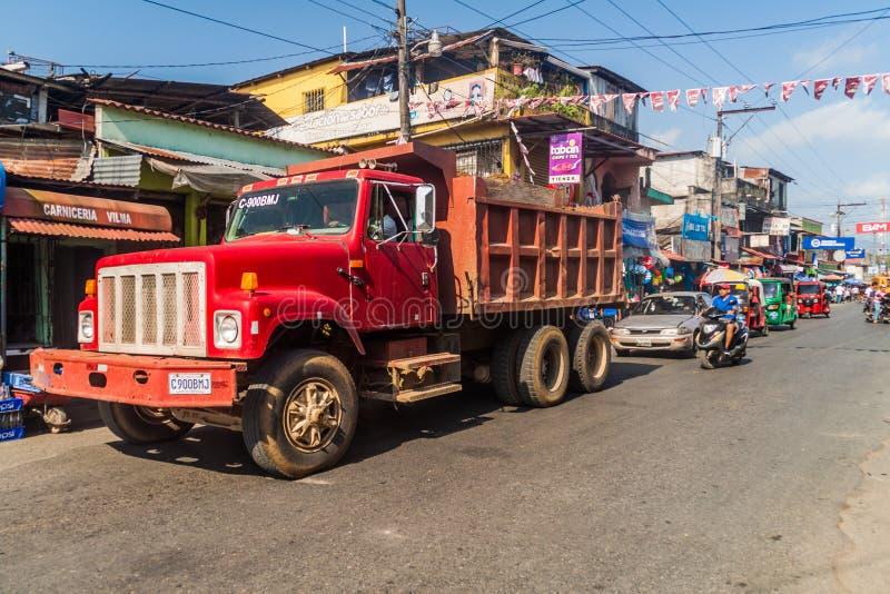 FRONTERAS, GUATEMALA - 11 MARZO 2016: Traffico sulla strada principale nella città di Fronteras, Guatema fotografia stock libera da diritti