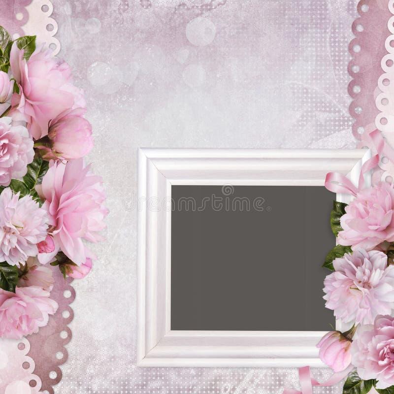 Fronteras hermosas de rosas y del bastidor rosados en un fondo romántico apacible del vintage libre illustration