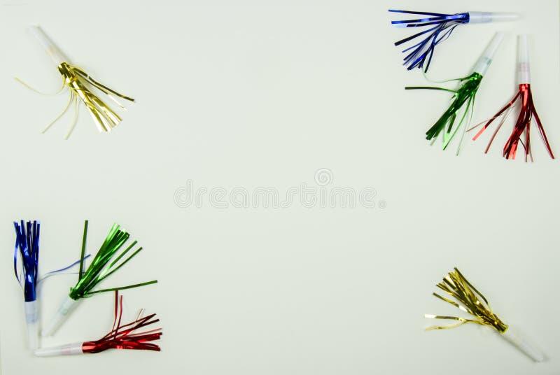 Frontière colorée de fabricants de bruit de partie sur le blanc photo libre de droits