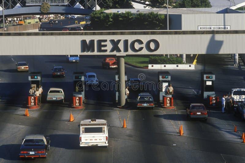 Frontière d'USA/Mexico à San Diego, CA faisant face à Tijuana photo stock