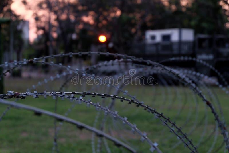 Frontière de sécurité 3 de barbelé photo stock