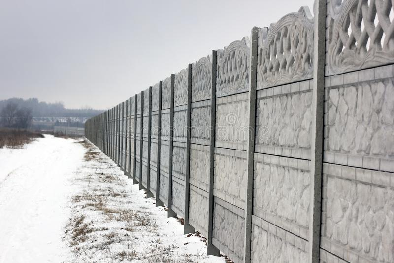 Frontière de sécurité concrète L'hiver photo stock