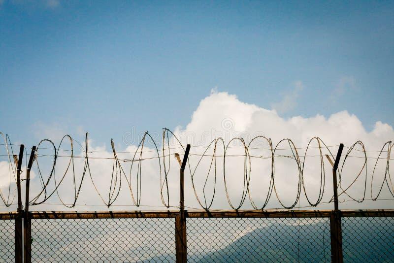 Frontière de sécurité 3 de barbelé images stock