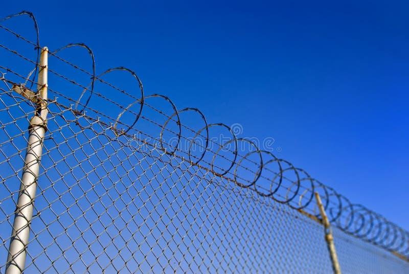 Frontière de sécurité de barbelé images libres de droits